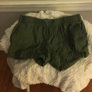Army green textured shorts