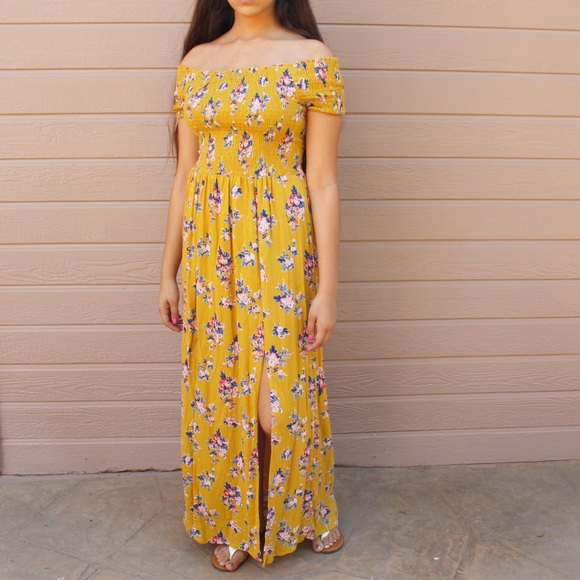 Boutique Dresses & Skirts - NEW Off shoulder Maxi Prairie Autumn Yellow dress