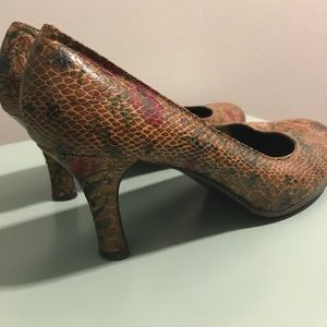 Chinese Laundry heels faux snakeskin