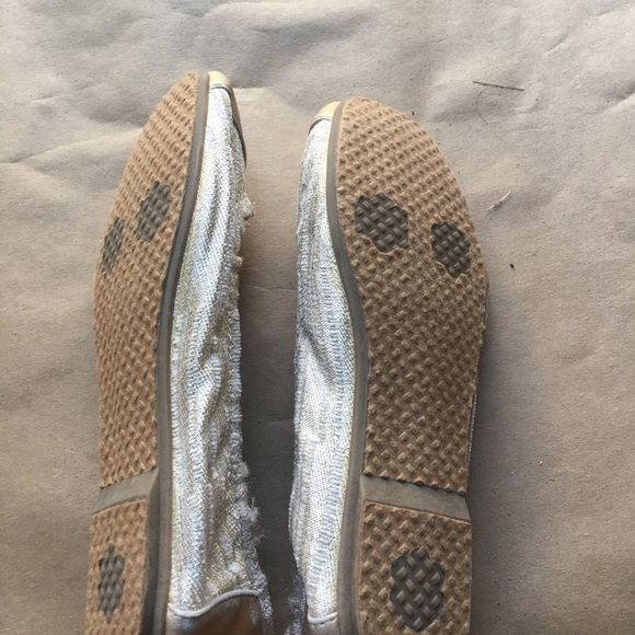 Toms Shoes - BRAND NEW! TOMS GOLD FLATS 3Y