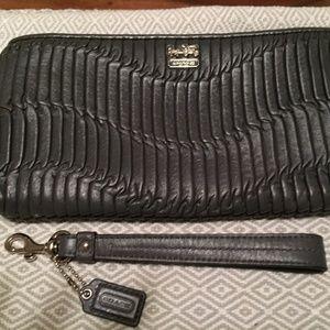BNWT $238 COACH Madison Gathered Leather Clutch