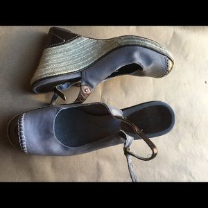 COLE HAAN CANVAS WEDGES 8B