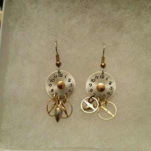Jewelry - Clock earrings