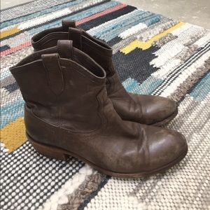 Frye Carson shortie boots in smoke leather