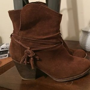 Brown Mia Swede shoes size 8