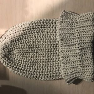 Light grey beenie from American Eagle!