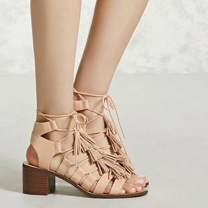 🆕 TASSELED FAUX LEATHER SANDALS !