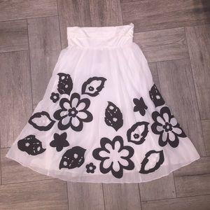 🎀 Anthropologie Lithe embroidered flower skirt.
