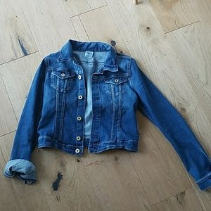 H&M denim jacket size 6. Fits like a small