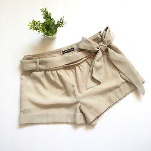 express • silk textured shorts with bow