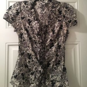 Flowered top with ruffles