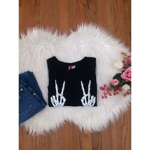 NWOT H&M Skeleton Hand Crop Tee 🍂💀