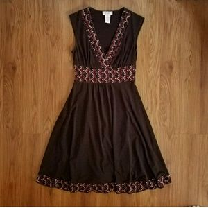 Candie's brown v neck geometric dress size small