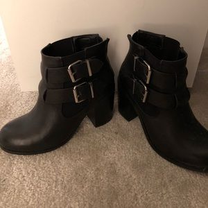 Steve madden black ankle booties size 6