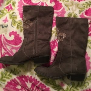 Brown Suade boots! Size 8 women's boots.