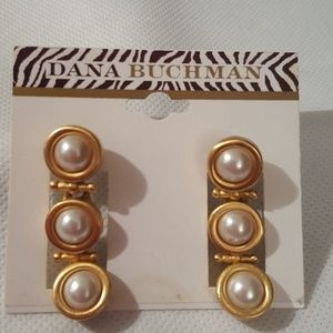 DANA BUCHMAN PEARL & MATTE GOLD EARRINGS