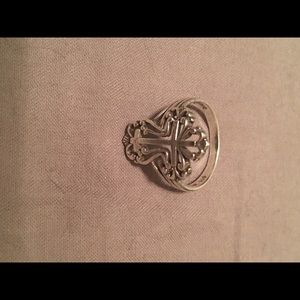 Size 7 sterling silver cross ring