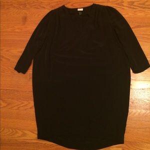 A black loose dress