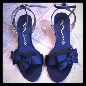Strappy navy Nina heels 💙 with bow!