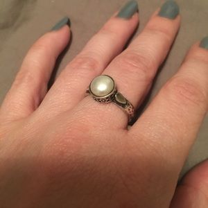 Size 7 pearl and sterling silver ring