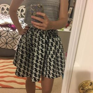 Black and White Express Skirt with Pockets!