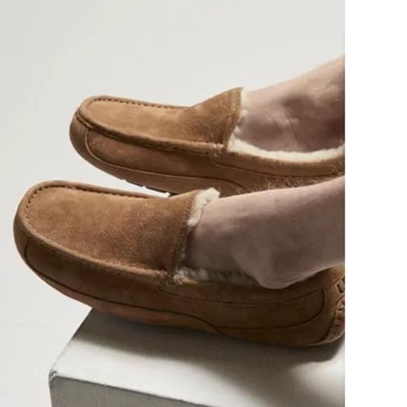 32d7e45ef03 Ugg men's 9 chestnut suede ascot slipper