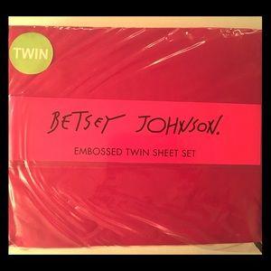 Betsey Johnson Embossed Twin Sheet Set