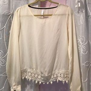 Cream lace blouse ✨ size M