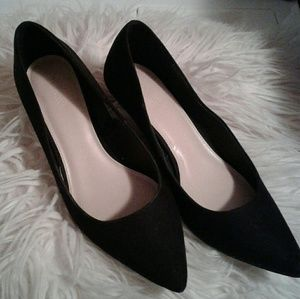 Old navy black faux suede pointed toe high heels 9