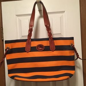 Dooney bag. Great for the beach🏖