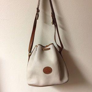 🦆 Vintage Dooney and Bourke Bucket Bag