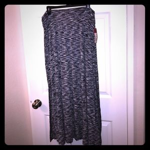 NWT Merona black/white maxi skirt w/side slits. XL