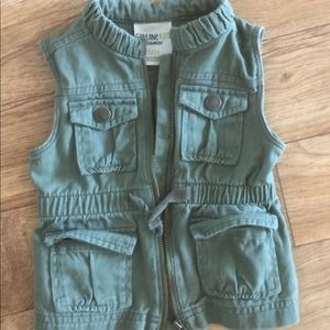 Army green girl's vest 12M
