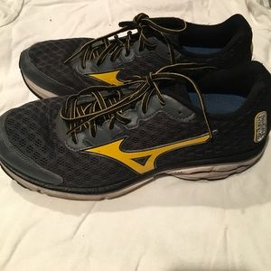 Mizuno Running Shoes Size 9