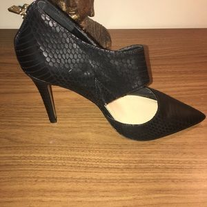 Black JessicaSimpson shoes with gold detail zipper