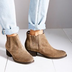 Jeffrey Campbell Chelsea Taupe Suede Boots Sz 8.5