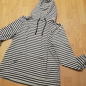 Old Navy Striped t-shirt pullover