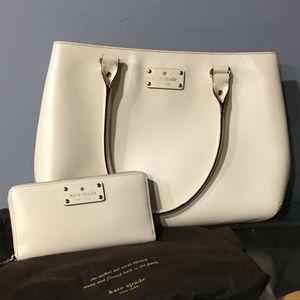 kate spade White Zippered Wallet