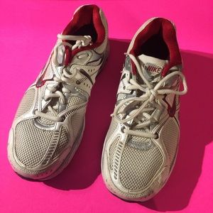Like New Nike air Equalon 2 running athletic shoes
