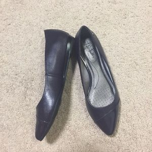 LIFE STRIDE: pointed toe flex comfort flats