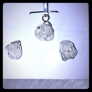 Jewelry - Earrings & pendant set