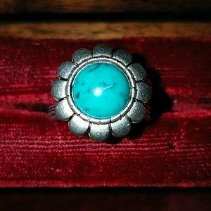 Premier designs flower ring sz 7