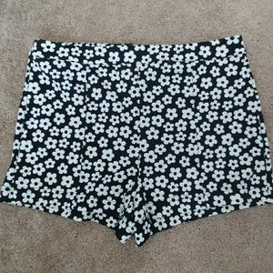 High Waisted Retro Daisy Shorts