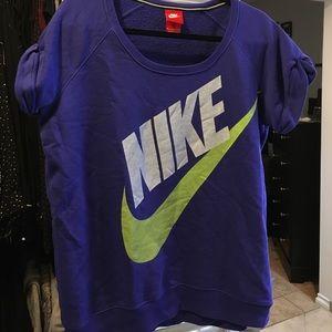 Women's Nike short sleeved sweatshirt