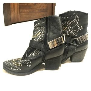 Jeffrey Campbell size W5 Studded mid ankle boots