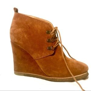 🍂NEW LISTING Steve Madden suede high wedge bootie