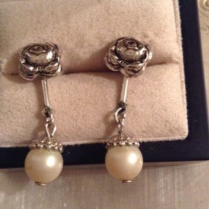 Jewelry - Vintage silver rose studs with detachable pearl