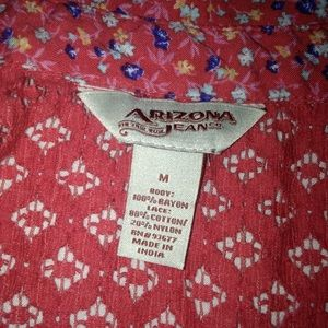 Arizona Jeans cut out button down tank top