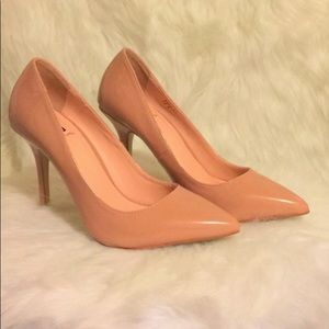 Pink pointed toe SS Signature heel.