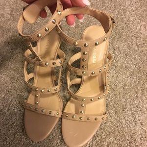 Ivanka trump heels look alike to rock stud heels